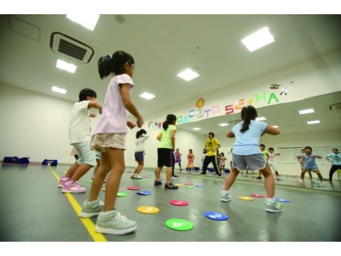 セイハダンスアカデミー 大阪府泉南市内の大手ショッピングセンター内教室および契約幼稚園・保育園の画像・写真