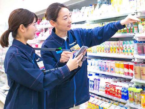 ファミリーマート 臼杵インター店の求人画像