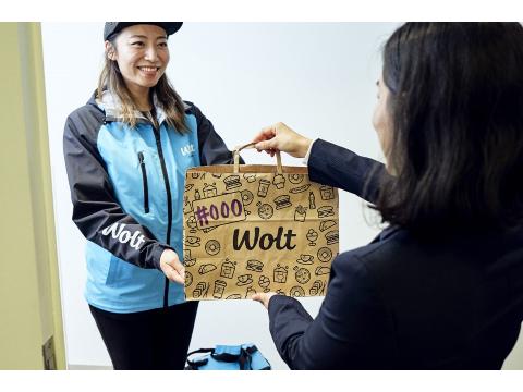 Wolt (ウォルト) フードデリバリースタッフ 経験者歓迎【湘南/鵠沼海岸駅周辺エリア】の画像・写真
