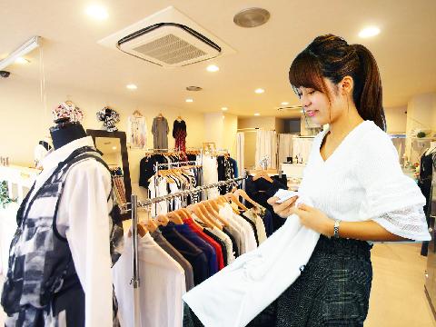 《制服貸与&交通費支給!》新宿にてレディースアパレル販売♪の求人画像